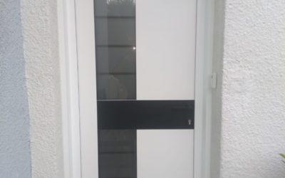 Pose d'une porte d'entrée de chez Art&Fenêtres